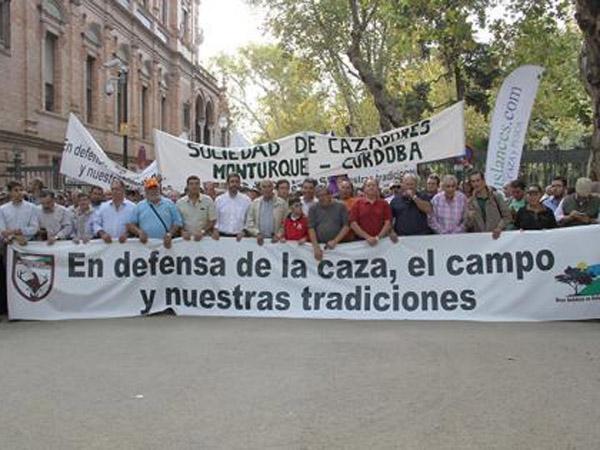 50.000 cazadores y silvestristas se manifiestan en Sevilla en un día histórico para el sector cinegético andaluz