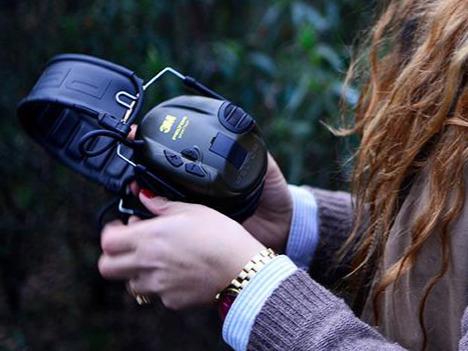 El efecto de un disparo de arma larga provoca daños irreparables a tu oído
