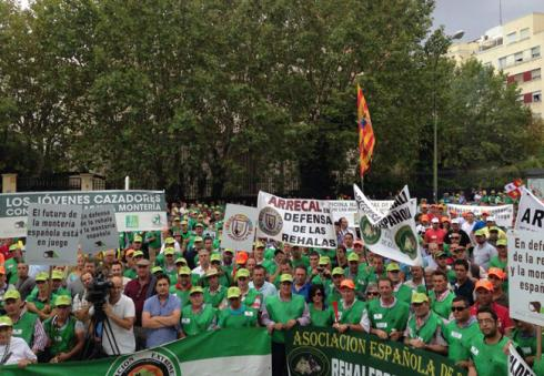 Más de 6.000 cazadores participaron en Madrid en la manifestación en defensa de la rehala y la montería española