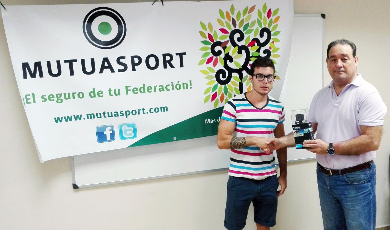 Mutuasport entrega el primer premio del concurso #CazandoConMutuasport
